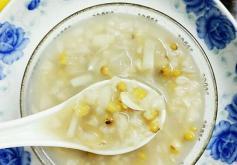 Lily Bulb and Green Bean Porridge